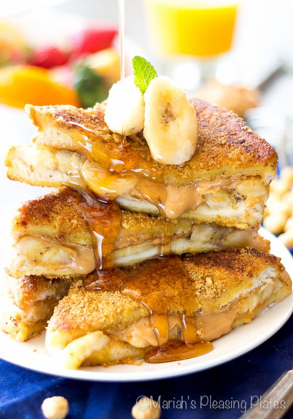 Peanut Butter Banana French Toast! Thick pieces of King's Hawaiian bread sandwiched between peanut butter swirls and banana slices, topped with a crunchy peanut butter cereal coating!
