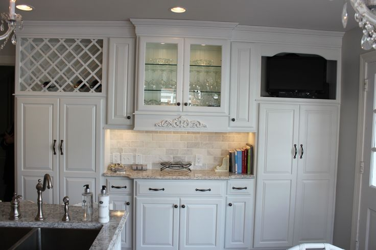 Aspect Cabinetry Maple Painted Tundra With Oxford Door Style Sculpted Drawer Fronts With Full