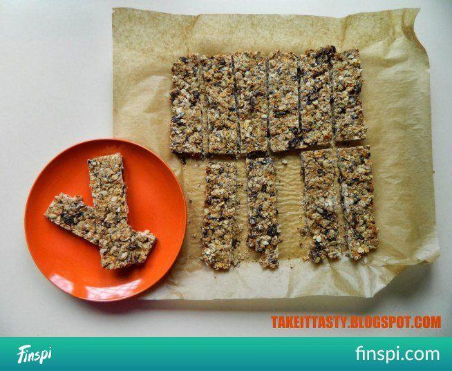 Domowe batoniki owsiane z żurawiną i czekoladą - link do przepisu w komentarzu! #przepis #kuchnia #dieta #fit #czekolada #żurawina #owsiane