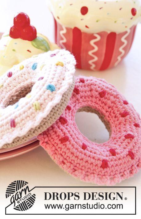 """Free pattern! Crochet DROPS doughnut in """"Paris""""."""