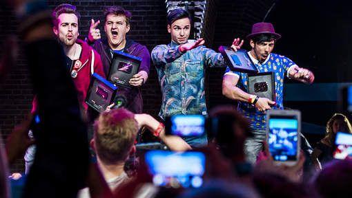 YouTubers Furtjuh, Enzoknol grote winnaars VEED Awards - april 2015 AD.nl
