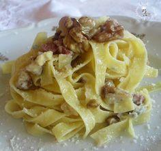 Fettuccine con noci, speck e gorgonzola