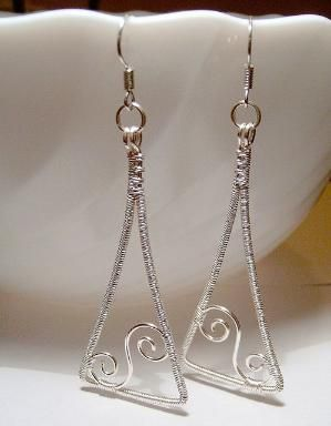Wire earrings by wanting