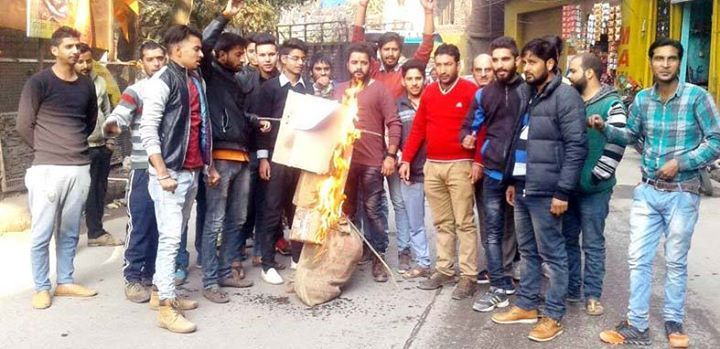 Bajrang Dal and VHP activists burning effigy of NC president Dr Farooq Abdullah at Rajouri.