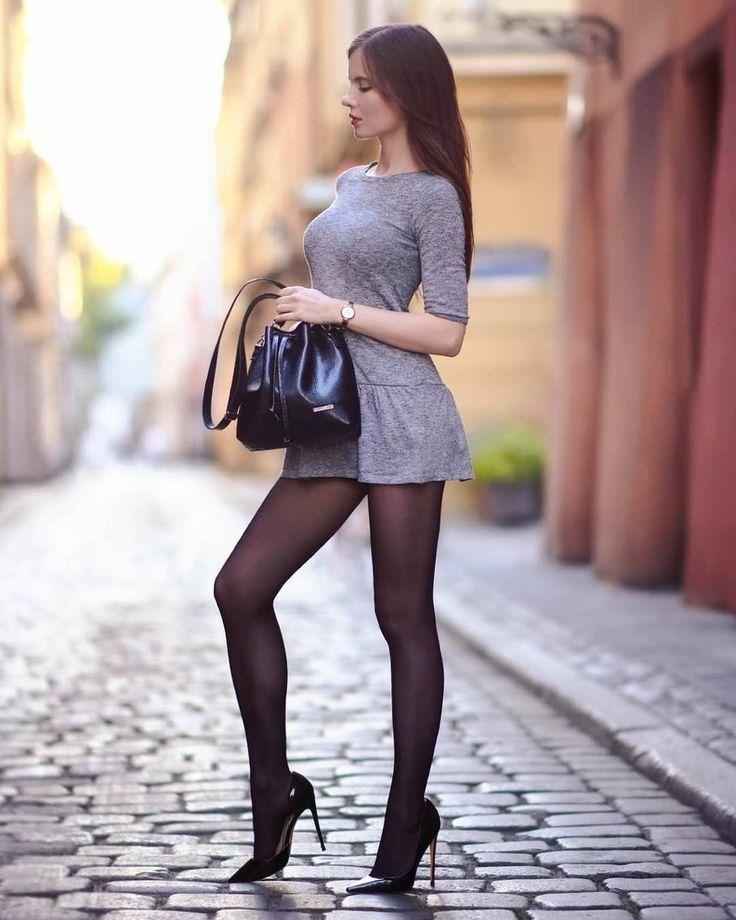 фото девки на каблуках и оптягушие юбки прёт