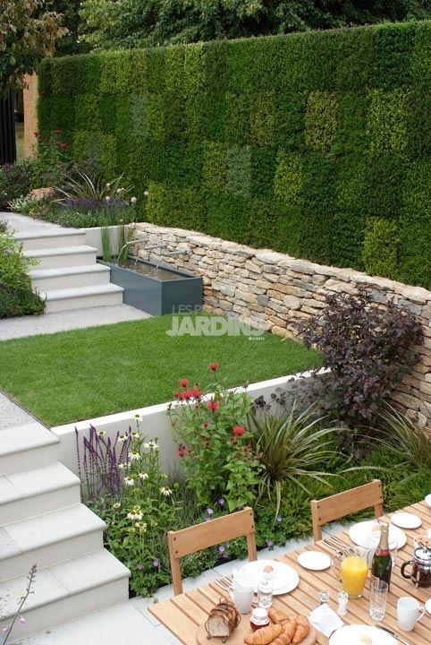 Un petit jardin et un mur végétal tout en bruyère  LES PLUS BEAUX JARDINS   Le mag nouvelle tendance