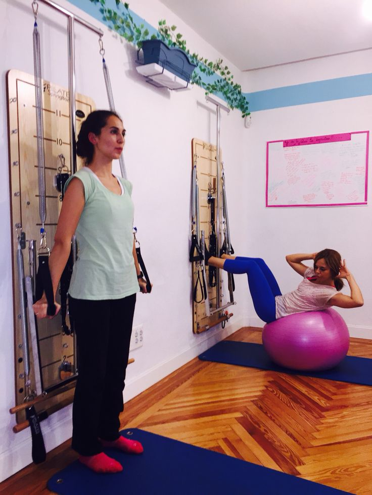 Variedad de ejercicios, en una hora de clase trabajo integral de resistencia, fuerza, elasticidad, autocontrol, equilibrio. Todo se trabaja y con paciencia llegamos a nuestros objetivos.