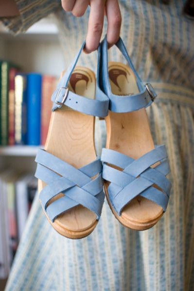 sandal clogs! #clogsWayward Daughters, Clogs Sandals, Baby Blue, Blue Sandals, Summer Shoes, Periwinkle Shoes, Clogs Pretty Little Th, Sandals Clogs, Platform Sandals