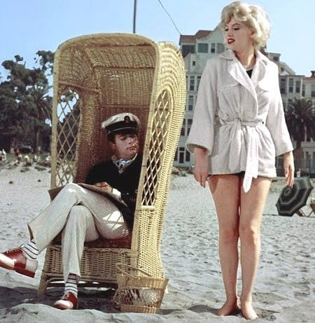 Marilyn Monroe And Tony Curtis At The Beach In Front Of
