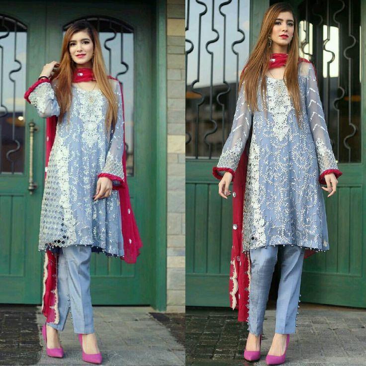 Beautiful Hemayal Dress by #IznikFashion Makeup by #FatimaaJanjua_MakeupArtist Jewelry by #BlinggAccessories Photography by #AyeshaIjaz #Gorgeous #Elegant #Style #Hemayal #CasualWear #SummerCasual #SummerOutfits #PakistaniFashion #PakistaniModels #PakistaniCelebrities  ✨