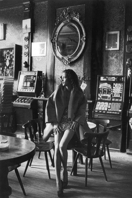 Ferdinando Scianna - Marpessa in her mother's pub, Amsterdam, 1990