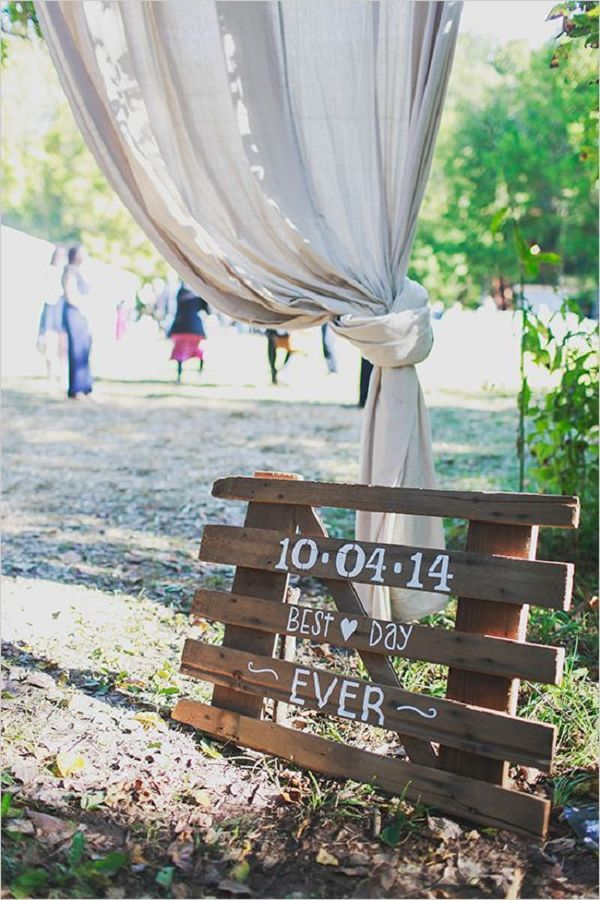 DIY palette wedding sign / http://www.deerpearlflowers.com/rustic-wood-pallets-in-your-wedding/