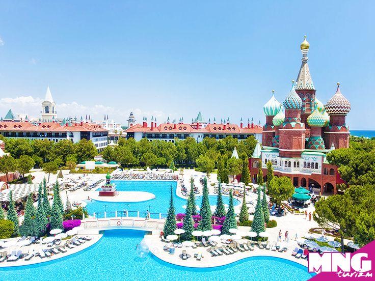 Mimarinin görkemiyle tatilin keyfinin birleştiği eşsiz Kremlin Sarayı'na, masallardan çıkmış bu tatil köyüne hepinizi bekliyoruz. bit.ly/MNGTurizm-wow-kremlin-palace-s