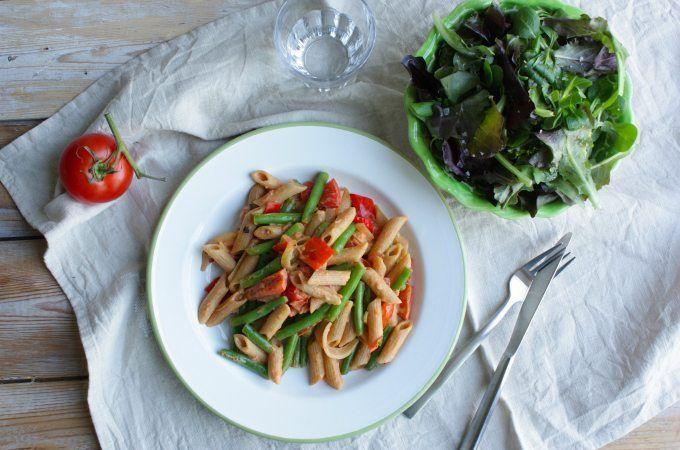 Bekijk hier het recept voor penne met boontjes, paprika, tomaat en roomsaus.
