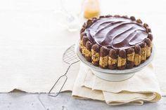 Cake, kersen, bokkenpootjes en ganache in één taart - Recept - Bokkenpootjestaart - Allerhande