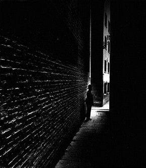 Policeman in a Dockland Alley, Bermondsey, Bill Brandt, 1938 © Bill Brandt Archive Ltd.