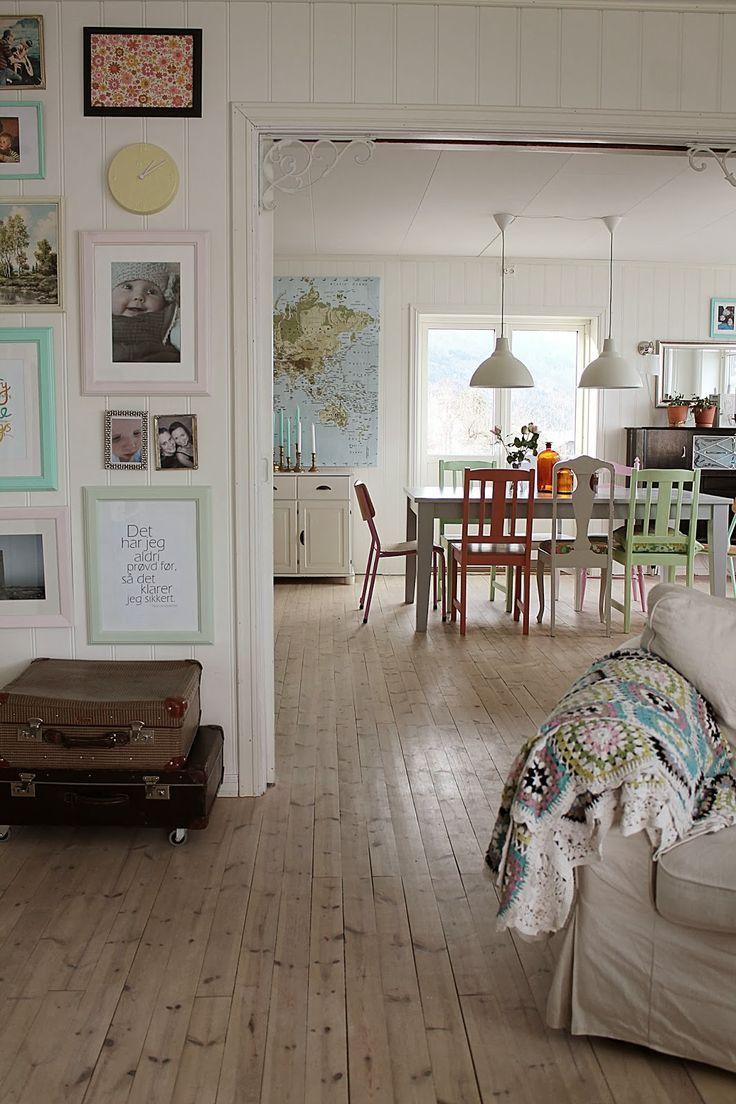 Map, floors, white full walls!