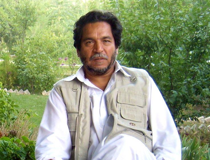 Le combat d'Ashmat, le breton-afghan  Ce samedi 17 septembre, il reprend l'avion, une fois de plus, pour Kaboul. Ashmat Froz passe ainsi sa vie entre ses deux pays. Jusqu'au bout, il défendra l'héritage du commandant Massoud, son ami assassiné deux jours avant l'attentat des tours jumelles, la figure légendaire d'un Aghanistan moderne, libre et indépendant.
