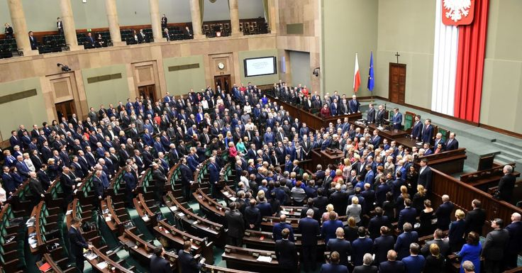 Polish government moves to take control of top court