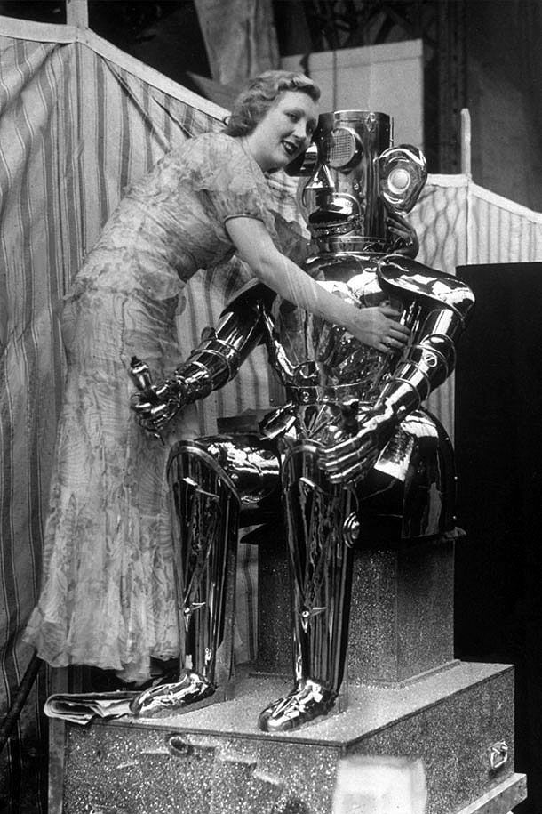 11 Vintage & Unusually Awesome Robots From The Past