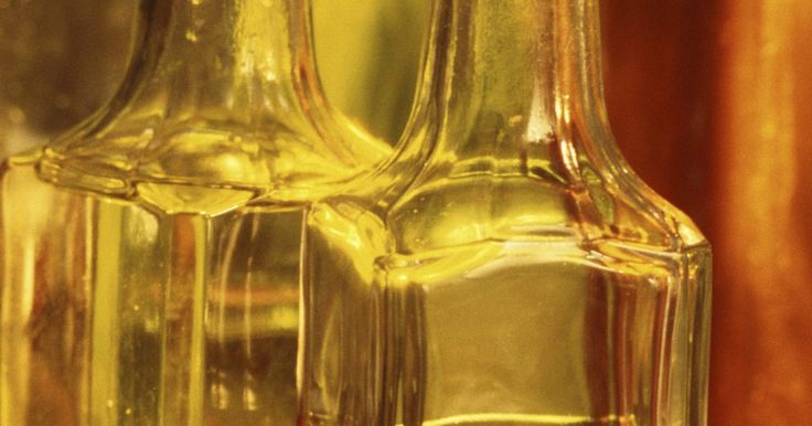 Como limpar um vaporizador entupido. O vaporizador Tobi é um sistema de tratamento que ajuda a reduzir o amassado e os odores do tecido/estofado da mobília e das roupas. Com o tempo, os depósitos minerais e os produtos químicos da água podem se acumular dentro do aparelho, principalmente no aquecedor e nos tubos. Esse acúmulo pode provocar obstruções que reduzem ou interrompem o ...