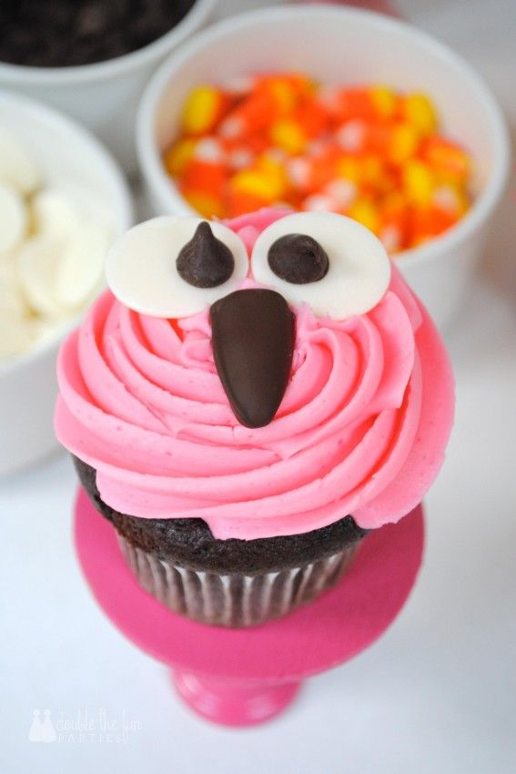 Easy way to decorate owl cupcakes (tutorial)