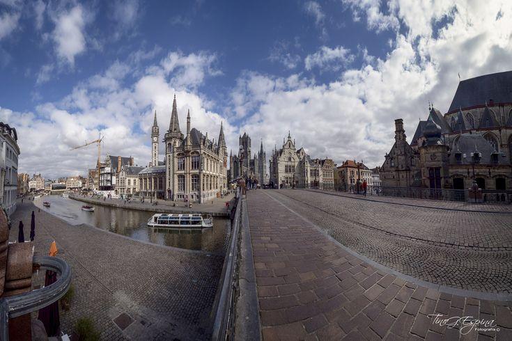 https://flic.kr/p/2646ZrT   Panorámica de Gante desde Sint-Michielsbrug   Dios hizo el campo, y el hombre la ciudad. William Cowper