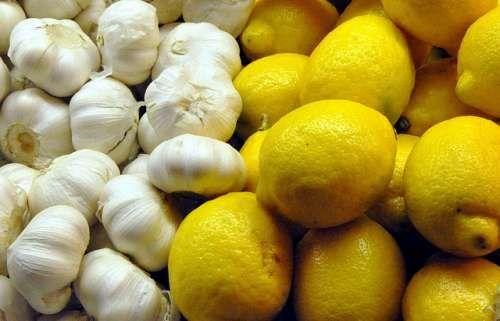 http://amelioretasante.com/cure-lail-et-au-citron-pour-nettoyer-les-arteres-et-reduire-le-cholesterol/