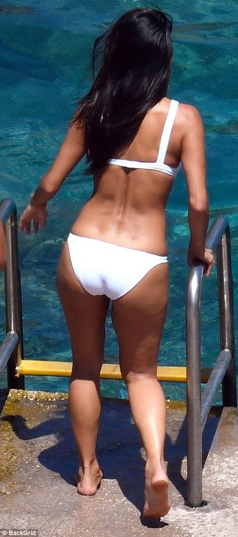 Nicole Scherzinger Is Tantalizing In Bikini As She Cozies Up To Boytoy http://ift.tt/2uzeAFE