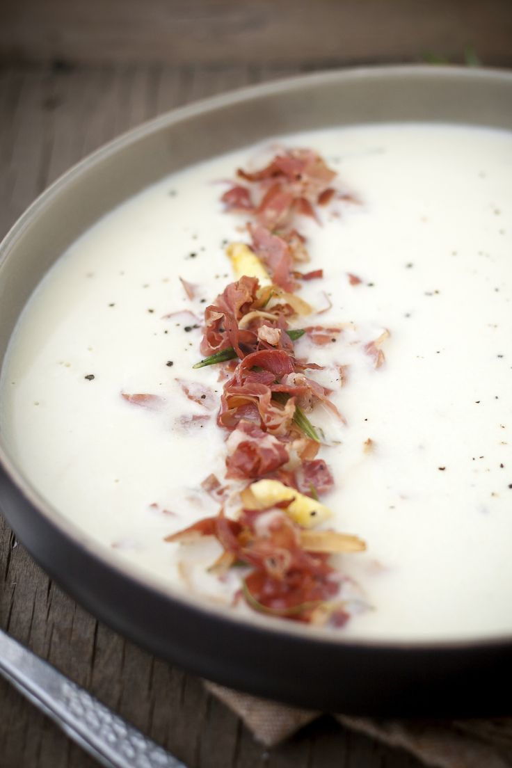 Asparagus soup with pancetta and rosemary