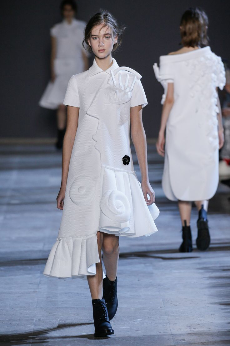 Viktor&Rolf, Haute Couture, Spring/Summer 2016, Performance of Sculptures, Cecilie