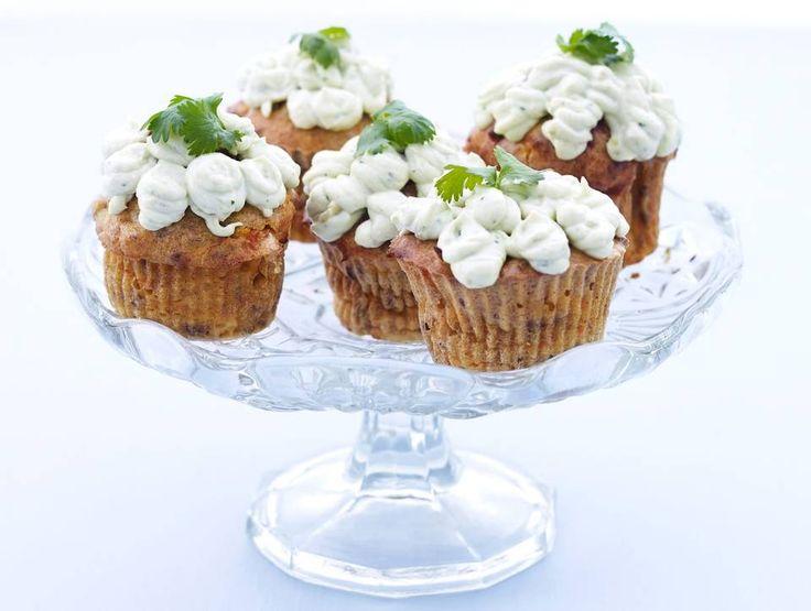 GULROTMUFFINS MED AVOKADOKREM: Disse passer perfekt til lunsj. Vil du ha skikkelig proteinrike muffins med færre karbohydrater, kan du erstatte mel og havregryn med mandelmel.