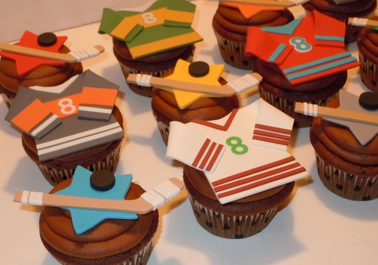 hockey cupcakes | The Icing on the Cake: Center Ice Cupcakes