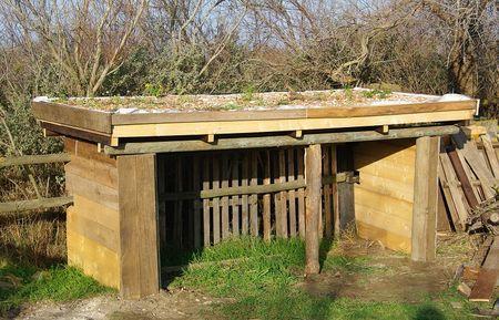 étape de la construction d'un toit végétalisé sur cabanon (avec liens vers d'autres sites)