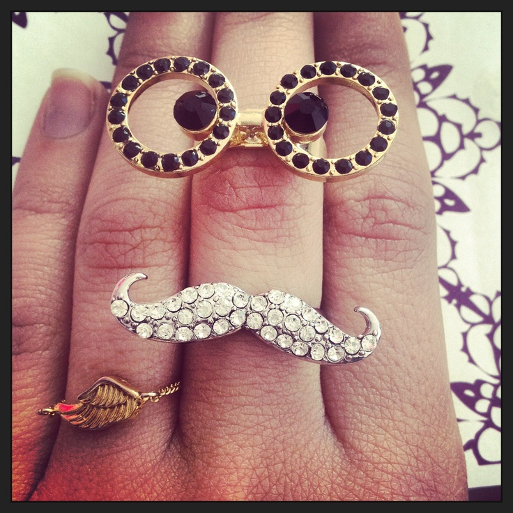 Eye and mustache rings combined layal glyfada