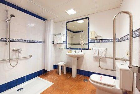 Habitación Adaptada. Baño. Adapted Room. Bathroom.
