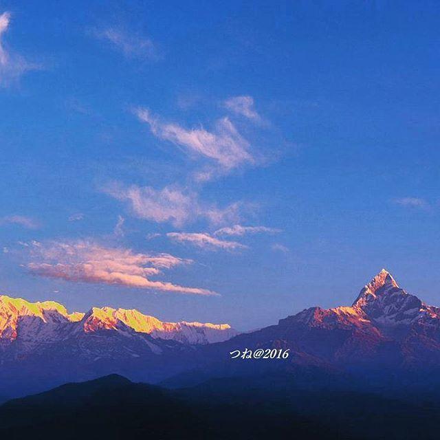 Instagram【akira_tsunematsu】さんの写真をピンしています。 《サランコットの丘より、夜明けのアンナプルナ山群。 Dawn of the Annapurna mountain range as seen from the hill of Sarankot #mountain #hikingtrail #trekking #hiking #annapurna #sarankot #pokhara #himaraya #nepal #sunrise🌅 #machapuchare #morgenrot #ヒマラヤ #サランコット #アンナプルナ #夜明け #ポカラ #ネパール #夜景 #登山 #山歩き #トワイライト #マチャプチャレ #モルケンロート》