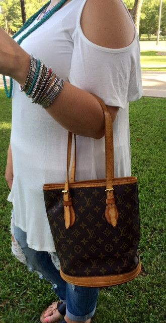 Authentic Used Louis Vuitton Bucket PM Shoulder or Arm Purse in Monogram