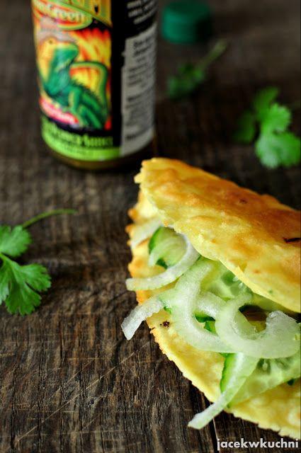 Tacos z ogórkiem i cebulą
