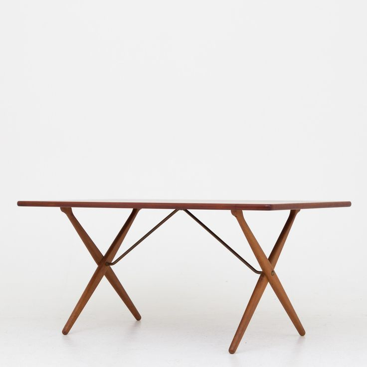 AT 303 - Dining table in teak and oak