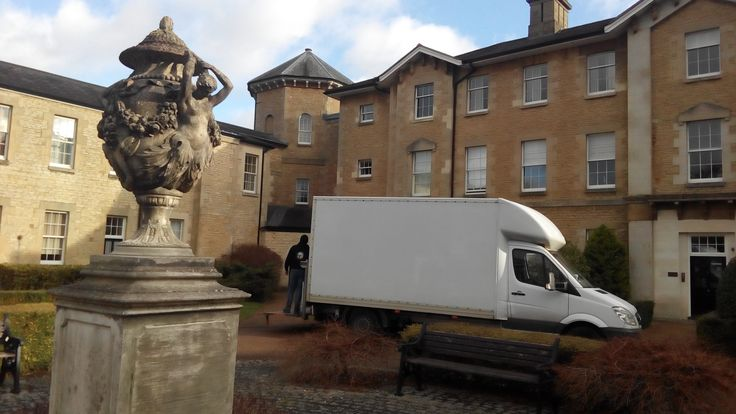 Worry-Free affordable furniture removals in Oxford,  We can do any kind of Furniture Removal (wardrobe, sofa, chair, chest of drawers, cupboard) in and around Oxford, we can guarantee a special price for a special and fast service.