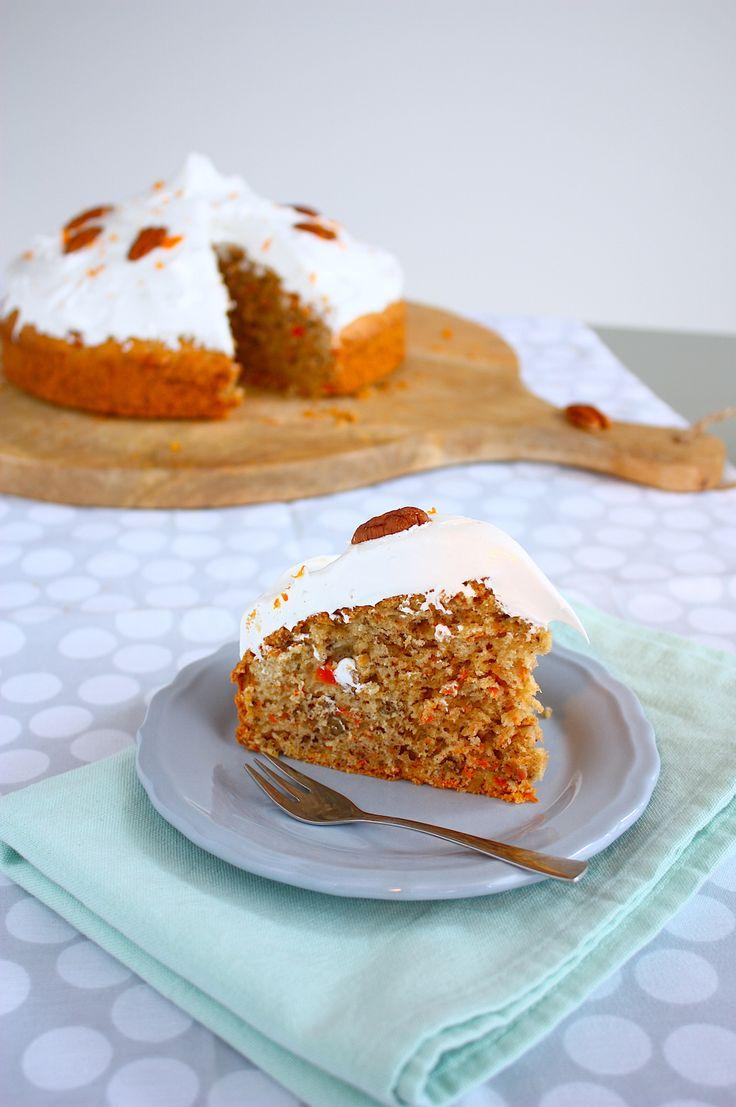 Wanneer je een zalige worteltaart combineert met Italiaanse meringue kan er nog maar weinig misgaan op een dag. Dus hop, bakken die taart! // Francesca Kookt