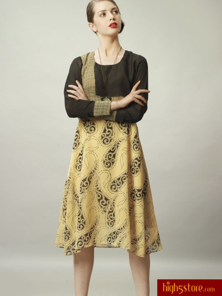 http://www.high5store.com/women-kurtis/308371-tan-and-black-georgette-full-sleeves-kurti.html