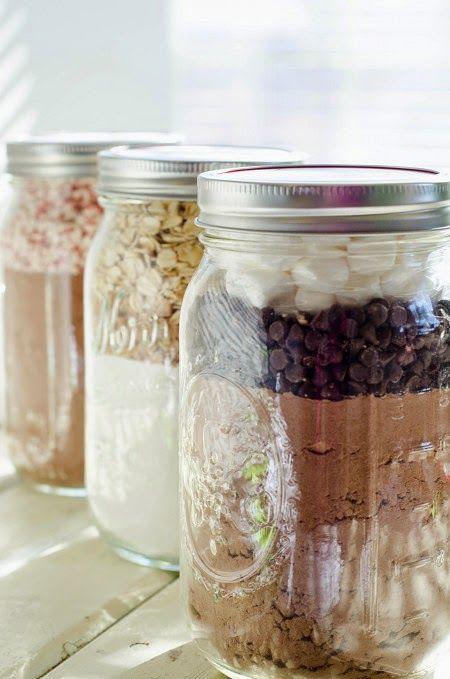 Cookie mixes in jar // DIY Gift Ideas