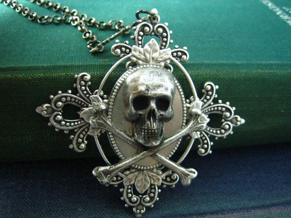 Beautiful and highly detailed pendant
