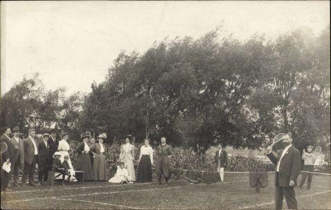 Une partie de tennis vers 1908