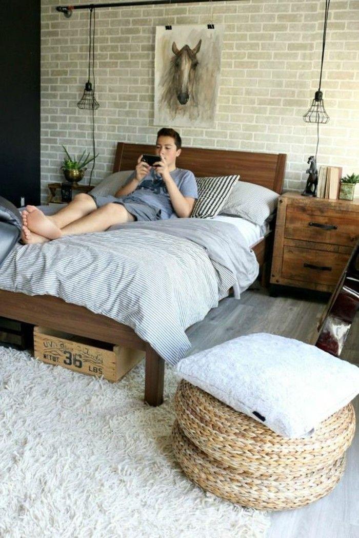 chambre d'ado garçon en beige lit en bois naaturel, idee deco murale garçon