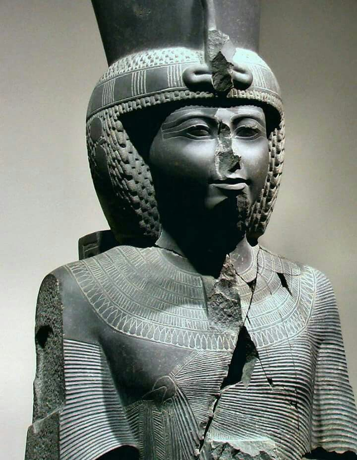 Statue of Ramesses lll.