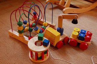 """10 brinquedos comerciais mais """"montessorianos"""" (meses a 5 anos)"""