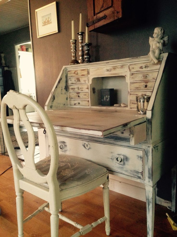 My first chalkpaint furniture, user Annie Sloan Old white, some sanding, wax and dark wax